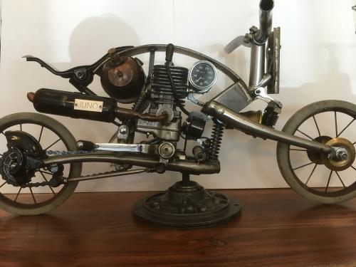 Moto Simon Juneau